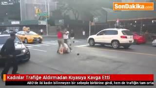Kadınlar Trafiğe Aldırmadan Kıyasıya Kavga Etti.mp4