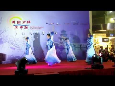 Mid Autumn Festival by the River 2012  China Guiyang Troupes月圆河畔庆中秋貴阳歌舞团