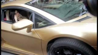 mobil syahrini Lamborghini emas