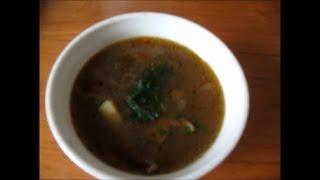 видео Как и сколько варить суп из сушеных грибов с перловкой и картофелем (рецепты)