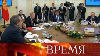 Тарифы на газ стали предметом дискуссии лидеров России и Белоруссии на саммите ЕАЭС в Петербурге.