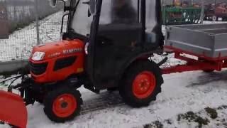 Kubota B1820 z kabiną, pługiem do śniegu i przyczepą    www.maxland.pl