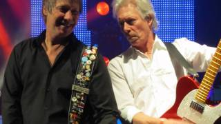 Status Quo - Pictures of Matchstick Men and Ice in the Sun (Live). Pictures Llandudno 01-12-10.wmv