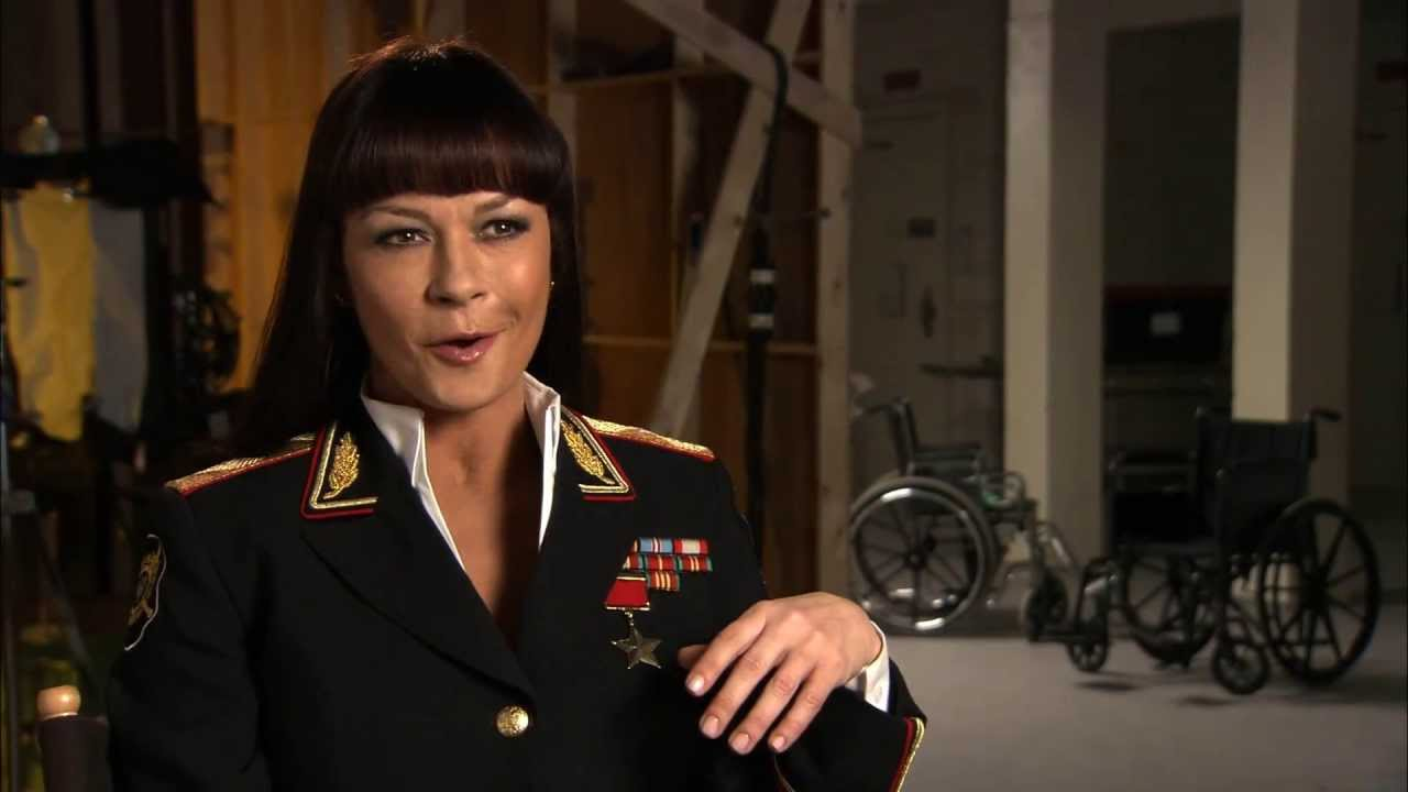 Red 2 (2013) Interview de Catherine Zeta-Jones French ...