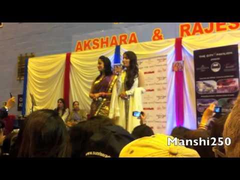Akshara singing O kana ab toh murli thi