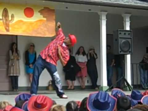 SWEEPY TOYMAN PERFORMANCE AT IVANHOE ELEMENTARY SCHOOL..Vide