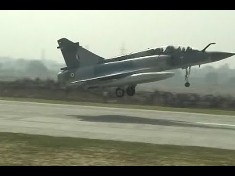 Indian Air Force fighter jets land on Lucknow-Agra expresswa