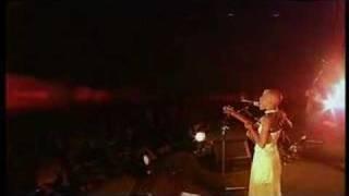 Rokia Traoré - Bowmboï LIVE: Sara (Nonesuch 2004)