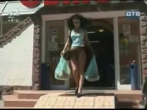 levantar faldas en la calle