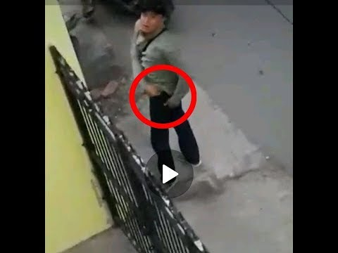 VIRAL, VIDEO DIDUGA PELAKU CURANMOR ACUNGKAN PISTOL SAAT KEPERGOK WARGA DI KARAWANG