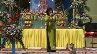 Nữ Danh Ca Nghệ Sĩ Phượng Liên cúng dường Phật Đản PL2557 tại Mile Square Park,12-5-2013.