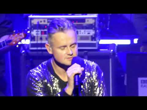 Tom Chaplin @ The London Palladium Singing We Are The Champions By Queen