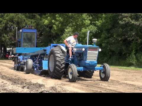 EMTPA TRACTOR PULLS LIONS FIELD IN MEMPHIS (07-26-2015)