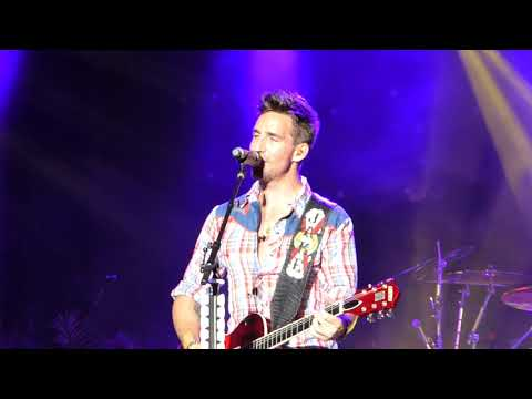 """Jake Owen- Live-""""Alone with You"""""""