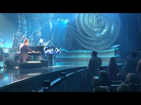Elton John crazy Dad dancing fan!