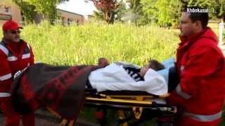 Grundschule brennt - Zwei Kinder vermisst - Feuerwehr & Rettungsdienst vor Ort