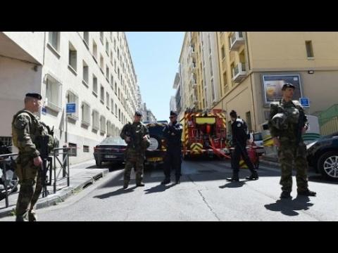 العثور على أسلحة وراية تنظيم -الدولة الإسلامية- في شقة المشتبه بتحضيرهما لاعتداء في فرنسا  - 11:22-2017 / 4 / 19