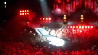 Шоу Мадонны в Москве, 7 августа 2012 года(Шоу было оооочень красивым. Инсталляции, хореография, идеи, но 2,5 часа ожидания, духота, плохой, по сути, альб..., 2012-08-08T12:13:21.000Z)