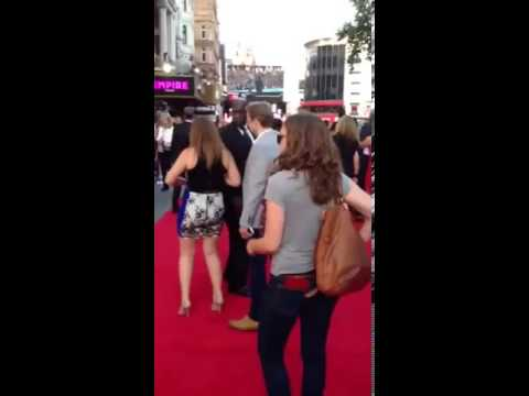 Fiona from the Radio 1 Breakfast Show tries to get papped