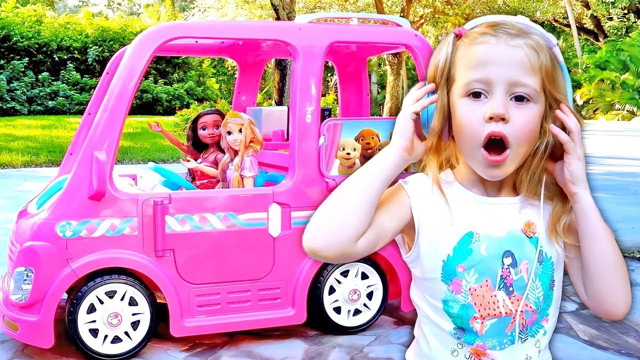 Download Nastya vai a uma festa com as amigas no carro da Barbie