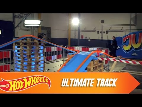 Builds the Ultimate Track | Hot Wheels | Hot Wheels