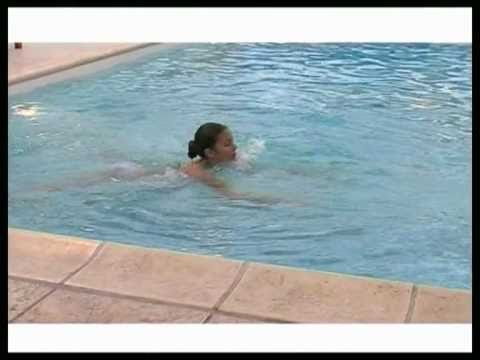 Nage contre courant magisport2 piscines magiline youtube for Piscine a contre courant prix