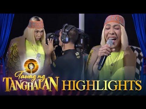 Tawag ng Tanghalan: Vice Ganda plays with the cameraman