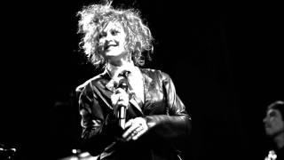 Cyndi Lauper - Walk On By (Live In