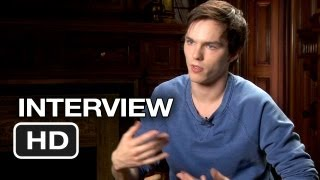 Download Video Warm Bodies Interview - Nicholas Hoult (2013) - Zombie Movie HD MP3 3GP MP4