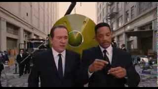Люди в черном 3. Вот, почему необходимо выключать телефоны в самолете.