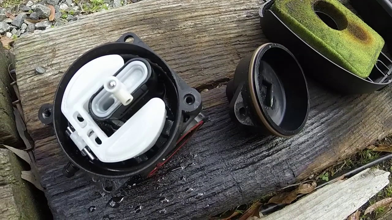 cleaning all plastic carburetor on a new style briggs and stratton ohv [ 1280 x 720 Pixel ]