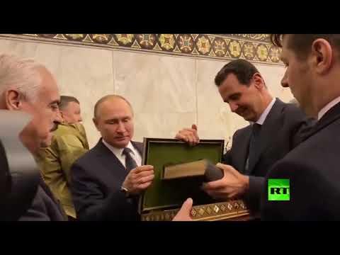 بوتين يزور الجامع الأموي الكبير في دمشق ويطلع على تاريخه