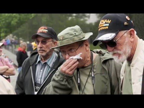 A heartrending visit for vets at Vietnam Memorial Wall