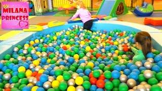 В Детском Парке  - Планета Игрик! Много шариков, горки и веселье детей! A lot of balls, slides