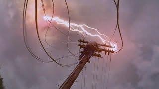 被闪电击中的电线小哥意外获得超能力,这种超能力让他一夜暴富!