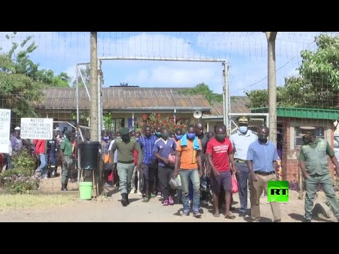 زمبابوي تفرج عن 3 آلاف سجين لكبح تفشي فيروس كورونا في السجون  - 18:59-2021 / 4 / 20