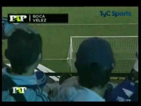 Martin Palermo gol de cabeza desde media cancha.wmv