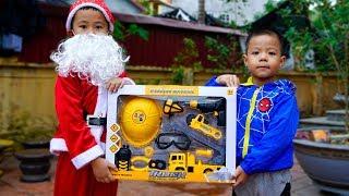 Trò Chơi Cậu Bé Sửa Xe Và Món Quà Ông Già Noel - Bé Nhim TV - Đồ Chơi Trẻ Em Thiếu Nhi