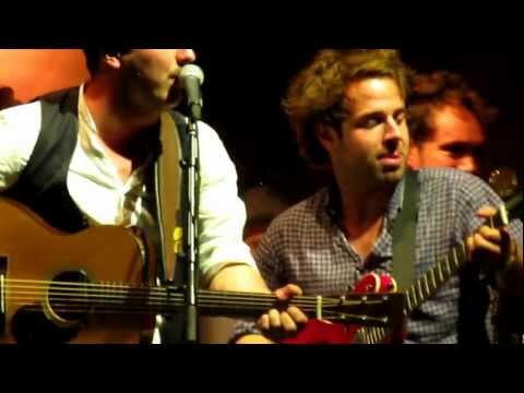 Mumford & Sons- Wagon Wheel (Live in Bristol) Gentlemen Of The Road