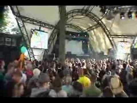 Nick Warren playing Yeke Yeke at Glastonbury 2007 - Filmed live in The Glade