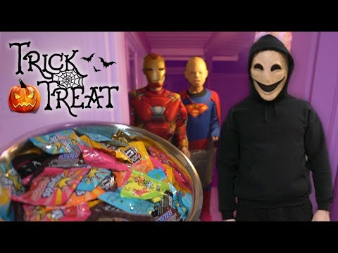 DO NOT TRICK OR TREAT AT 3 AM ON HALLOWEEN DAY!! *SCARY*
