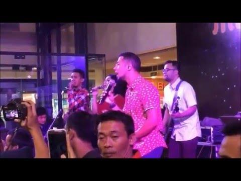 (18.12.2015) Marcell tampil untuk Midnight Sale di Botani Mall Bogor.