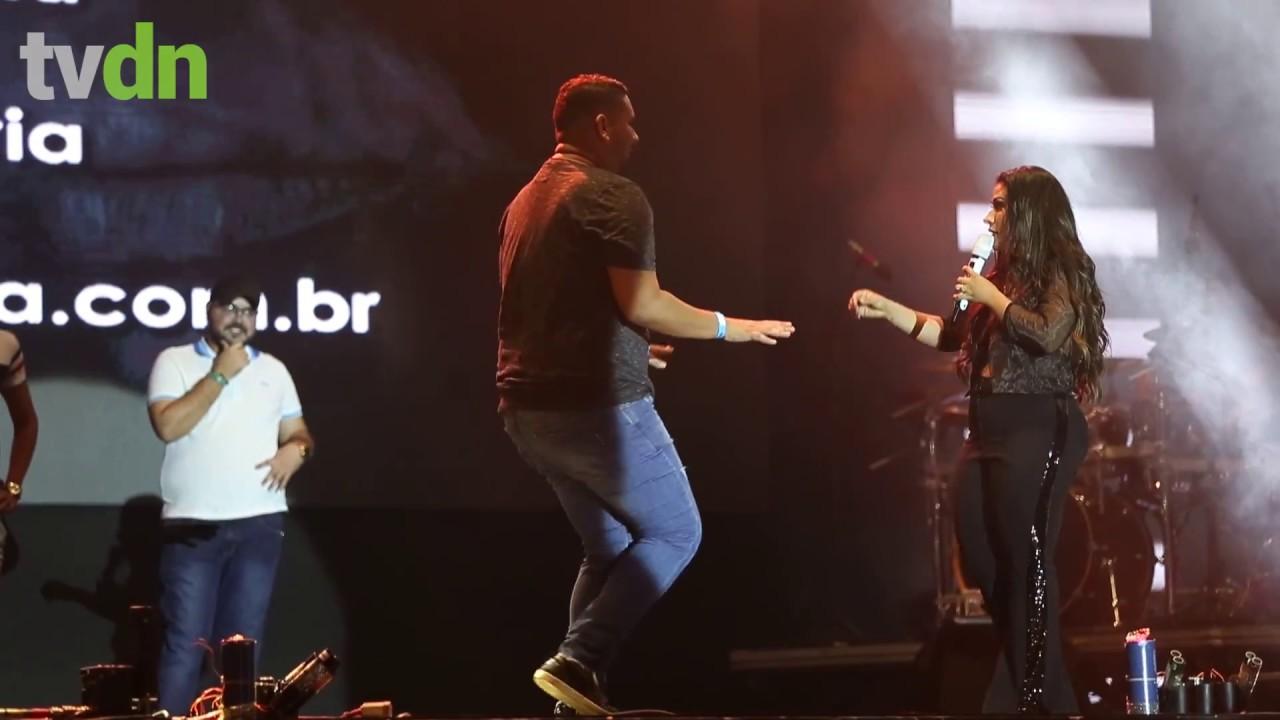 Simone faz concurso de dança e apresenta nova música na Expocrato