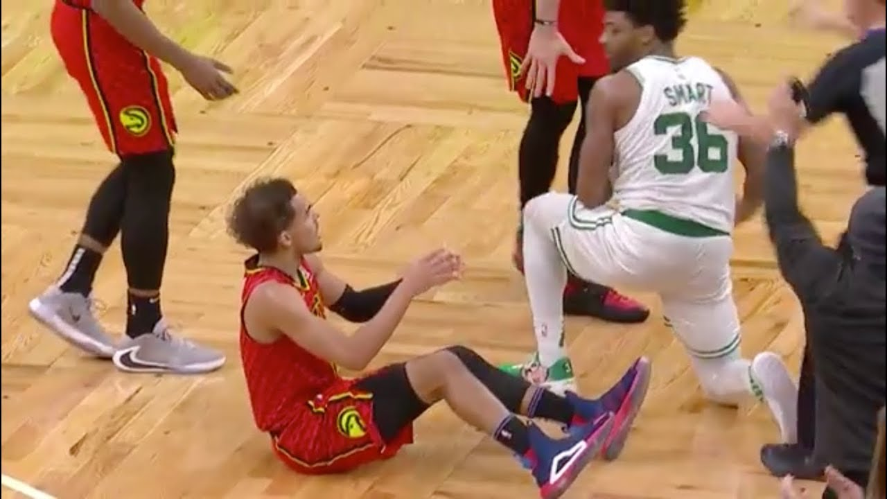 Hawks' Trae Young flips out on referee after late no-call vs ...