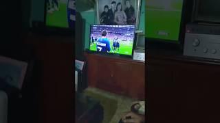 FUNNY: ông bố đập tivi khi croatia thua pháp trong trận CK WC!!!