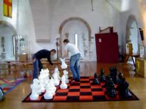 Playing gigant chess
