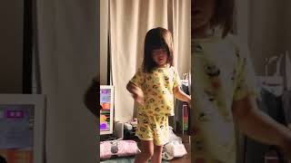 起きたらすぐに踊り出す娘 thumbnail