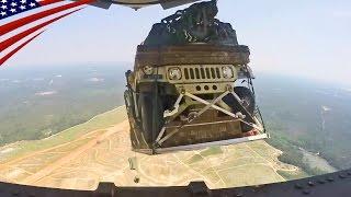 軍用車ハンヴィーの空中投下