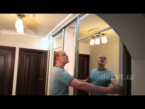Шкаф купе с зеркальным фасадом и подсветкой в козырьке