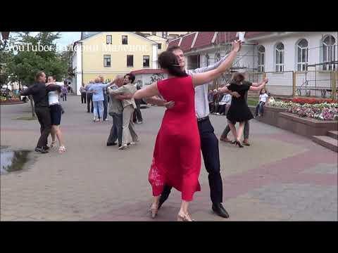 Танцуем на улице вальс ПОД НЕБОМ ПАРИЖА!